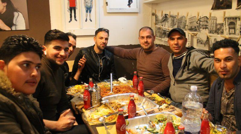 I ragazzi iracheni che hanno cucinato le pietanze